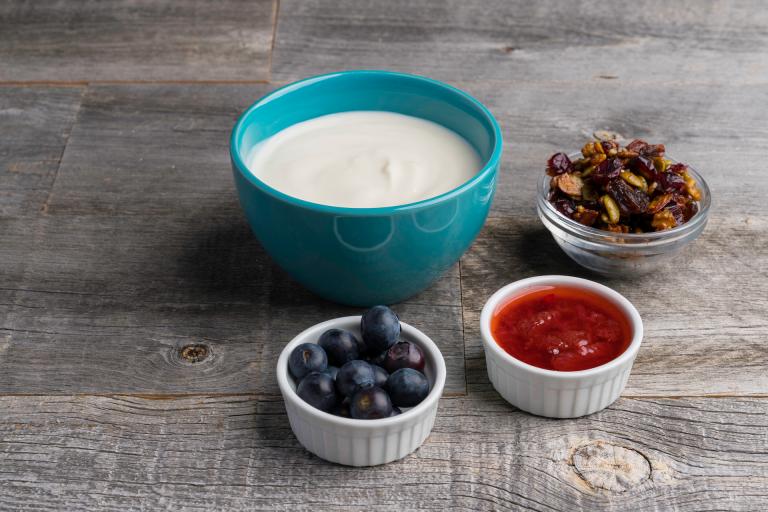 yogurt granola parfait
